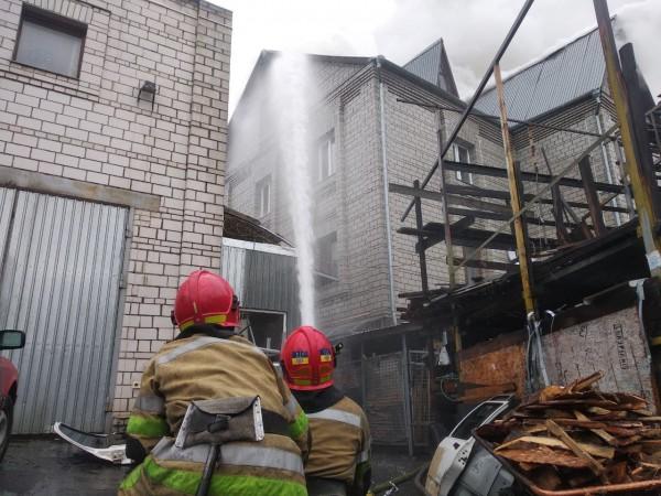 Пожар тушило 38 человек