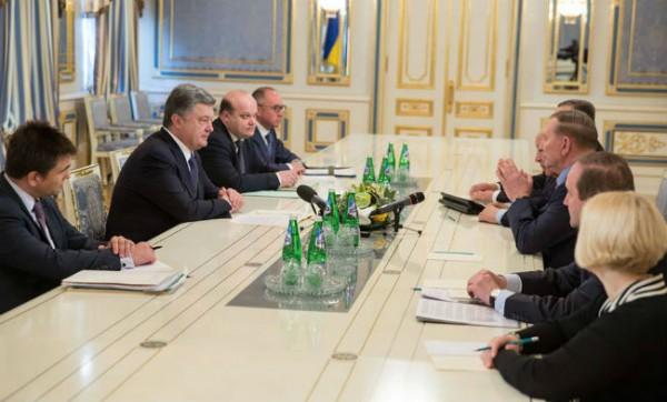 Порошенко рассказал о контактной группе по Донбассу