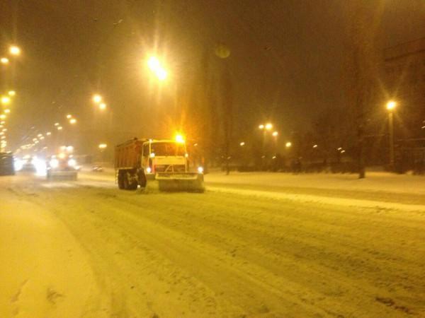Киевавтодор всю ночь расчищал дороги столицы