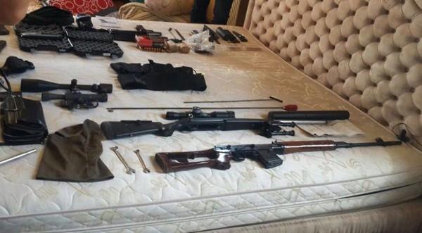 Изъяты автомат, винтовки, пистолеты, тепловизоры и военная форма