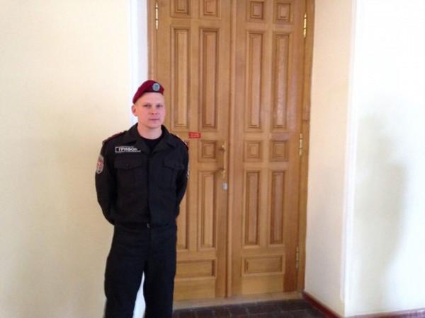 Сотрудник службы охраны Грифон