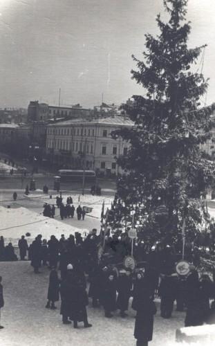 Новогодняя елка в 1955 году.