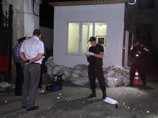 Силовики работают на месте взрыва