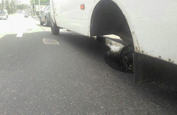У маршрутки отпали колеса во время движения