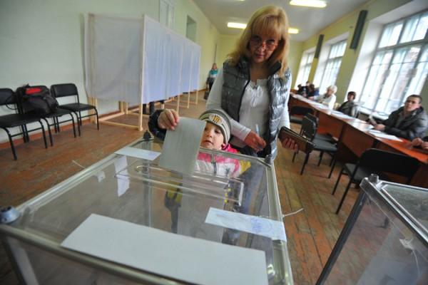 Выборы в Донбассе: Власти хотят открыть все участки