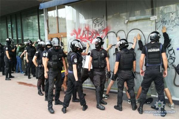 Полицейские еще до начала марша задержали десятки человек