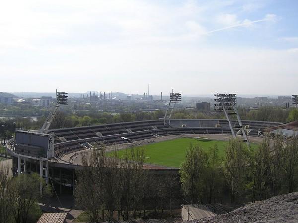 Правоохранители не знают, что делают у стадиона люди с георгиевскими ленточками