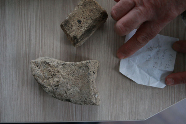 Специалисты изучают слои грунта XVI—XVIII века