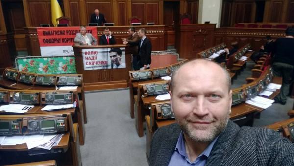 Борислав Береза сфотографировался с раскладушками радикалов