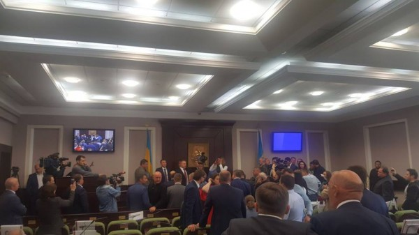 Депутаты от БПП заблокировали трибуну