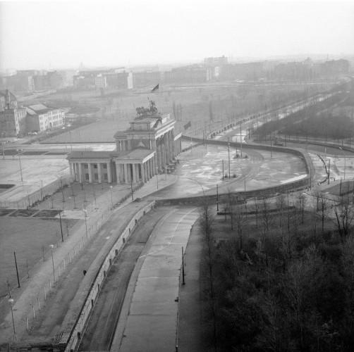 Оригинальная стена, вид на Брагденбургские ворота. 1961 год