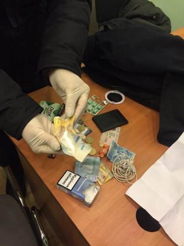 Сотрудница полиции продавала наркотики в рабочее время
