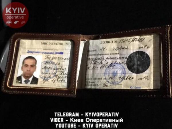 ВКиеве автомобиль Генпрокуратуры попал вДТП, шофёр убежал сместа трагедии