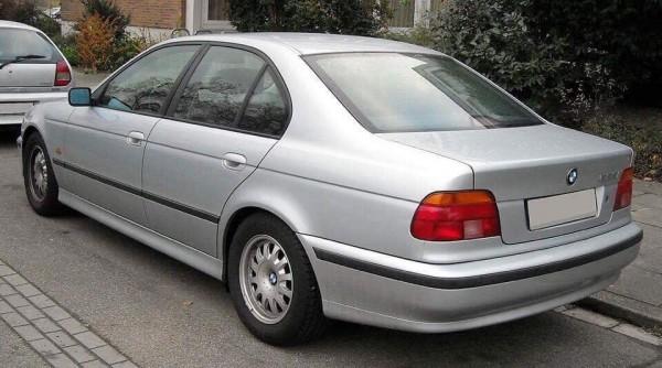 Грабители были на светло-сером BMW с номерами АА8776ЕЕ