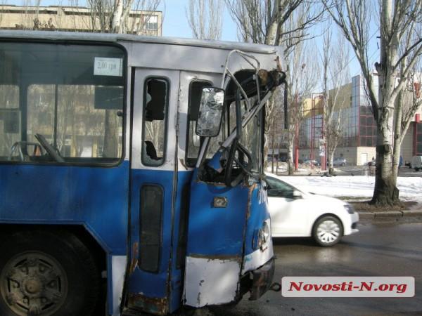 Общественный транспорт получил значительные механические повреждения