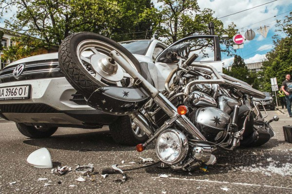 Мотоциклиста госпитализировали