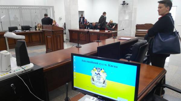 Суд над подозреваемыми вубийстве милиционеров вКиеве: под зданием произошли столкновения