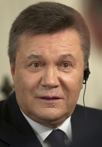 Янукович признал, что обращался к Путину за военной помощью