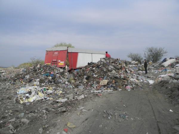 Согласно транспортной накладной грузовик с 45 куб. метров мусора курсировал из Львова в Днепр