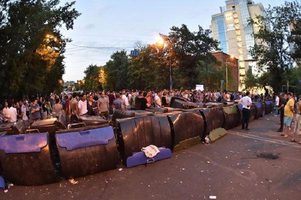 На митинге в Ереване освистали флаг Евросоюза - Новости - ИА REGNUM