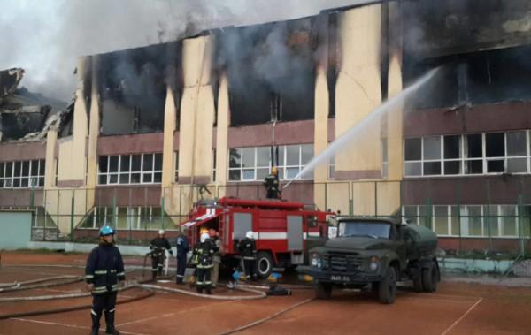 Тушение пожара в спорткомплексе СКА во Львове