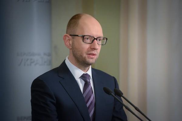 Украина не будет вести переговоры с сепаратистами, заявил Яценюк