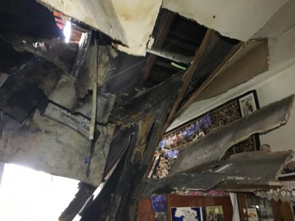 Жителей разрушенной квартиры сейчас временно поселили в гостинице