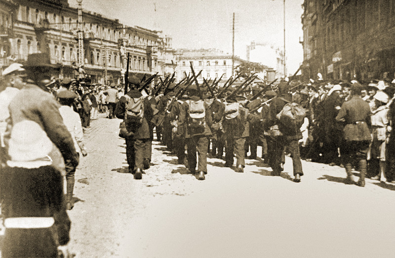 Польские и украинские войска на Крещатике. 8 мая 1920 года