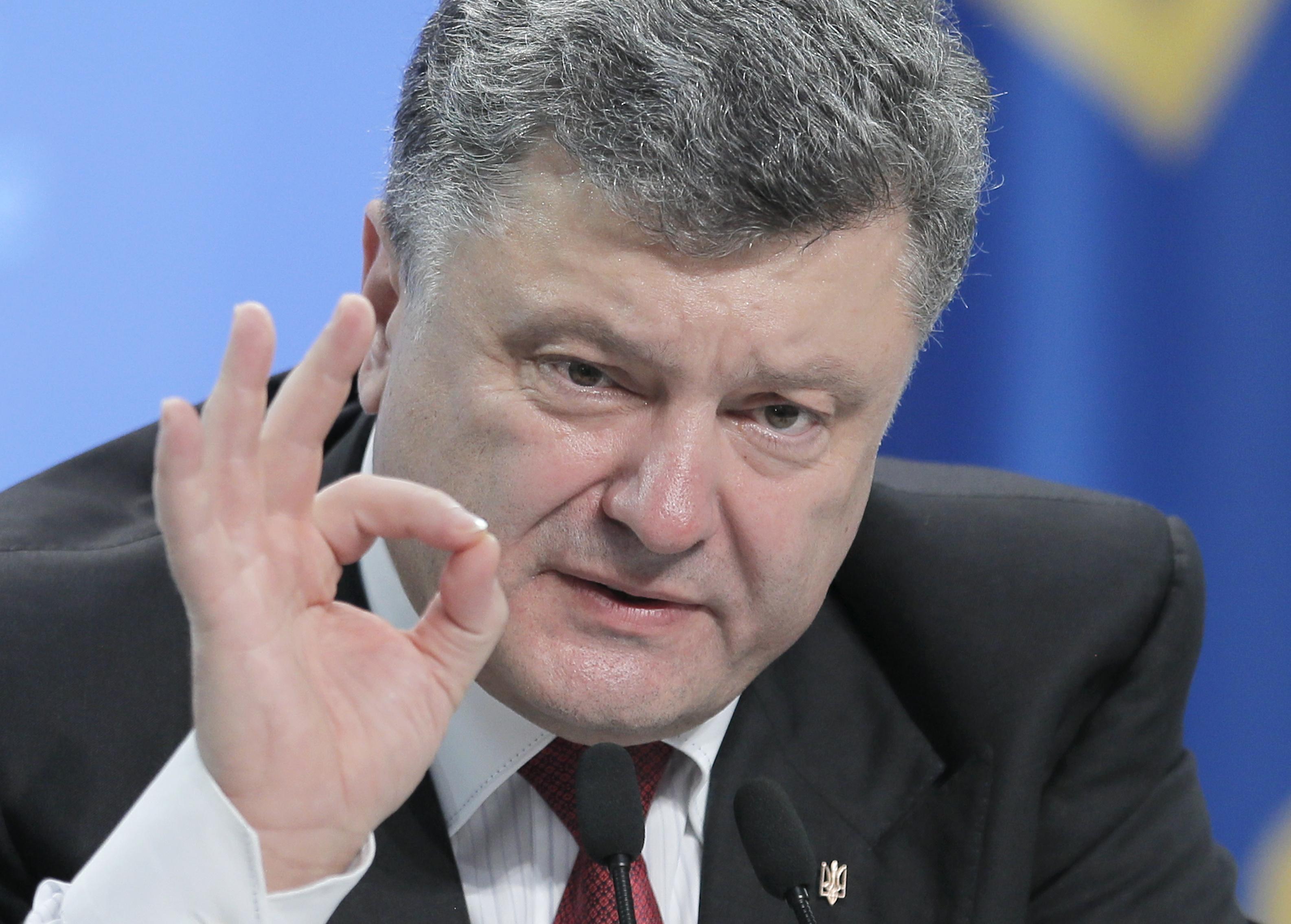 Порошенко пообещал бороться против снятия санкций с России