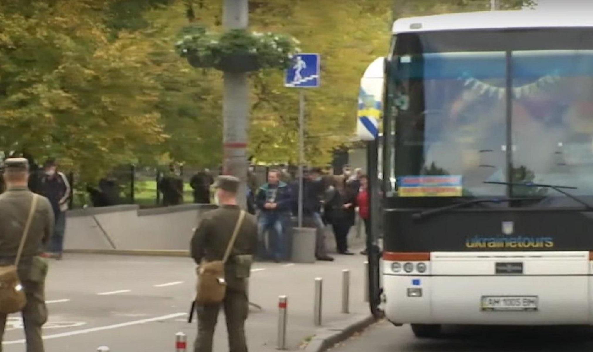 Жители Житомирской области приехали голосовать в Киев