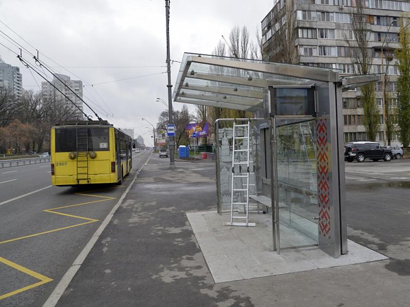 В Киеве появились остановки с картиной и телевизором