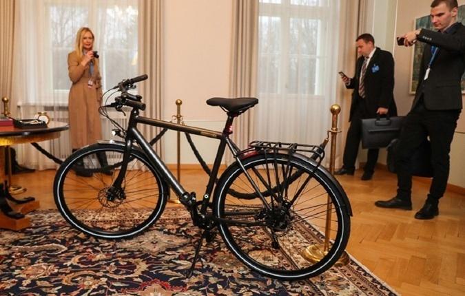 Велосипед Зеленскому: Появились подробности и цена