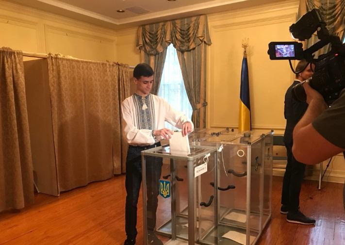 Посольство в Вашингтоне призвало украинцев активнее участвовать в выборах