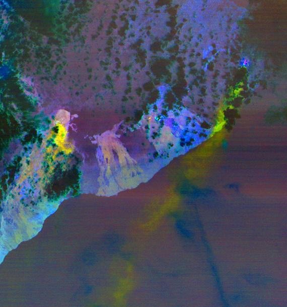 Извержение вулкана вызвало ряд газовых и лавовых трещин