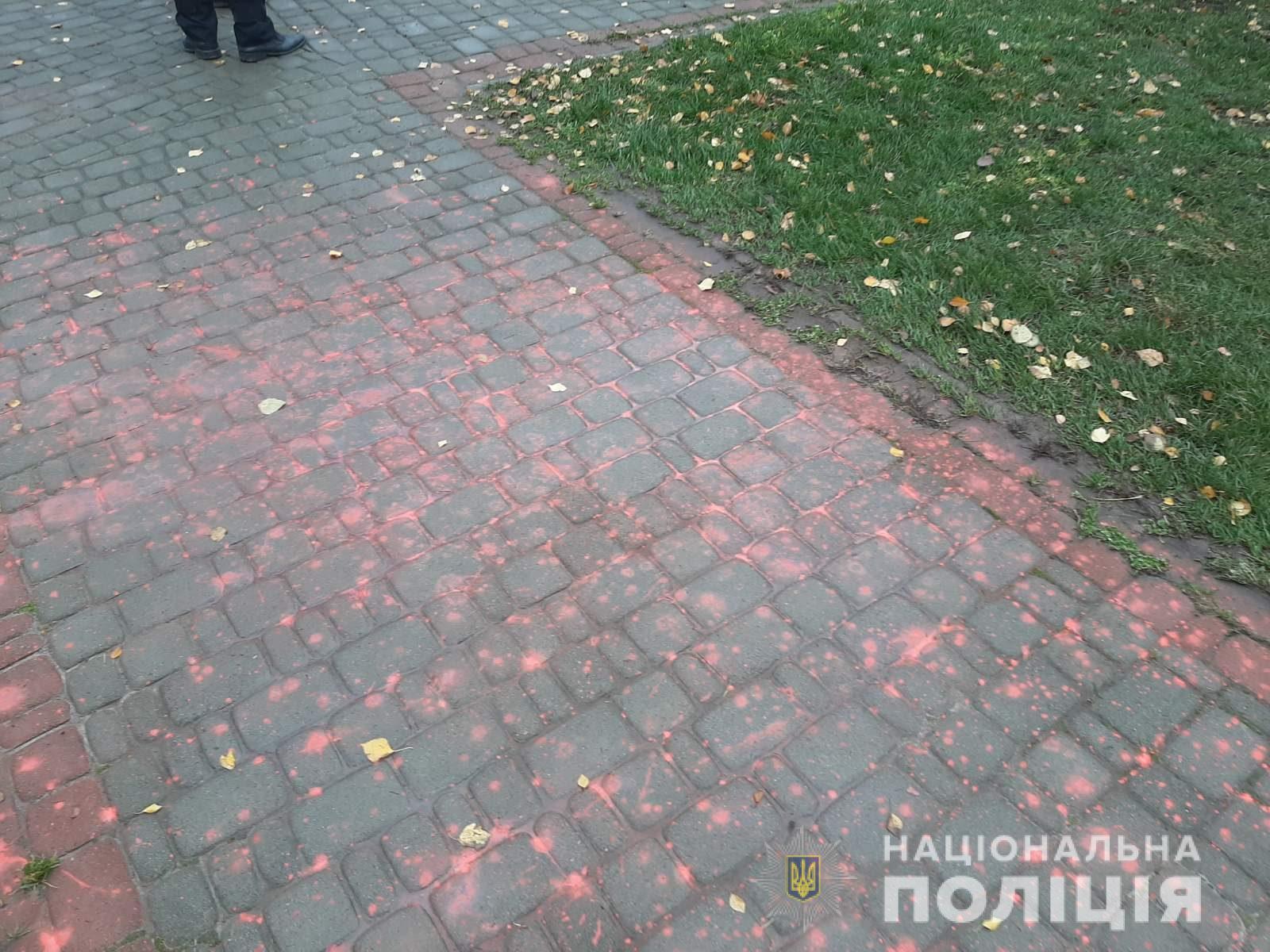 В Харькове неизвестные облили краской бюст Жукову