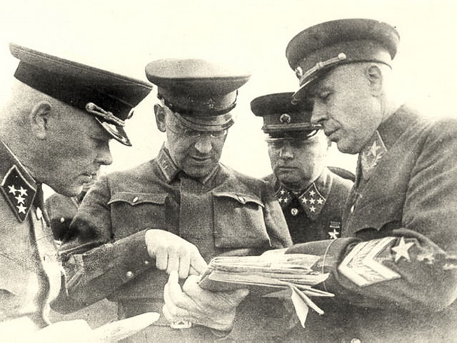 Маршал Тимошенко с колегами.