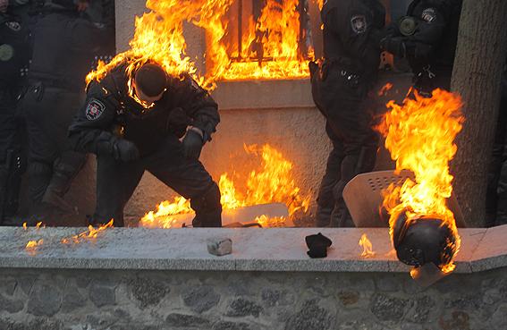 Милиция опубликовала фото пострадавших правоохранителей.