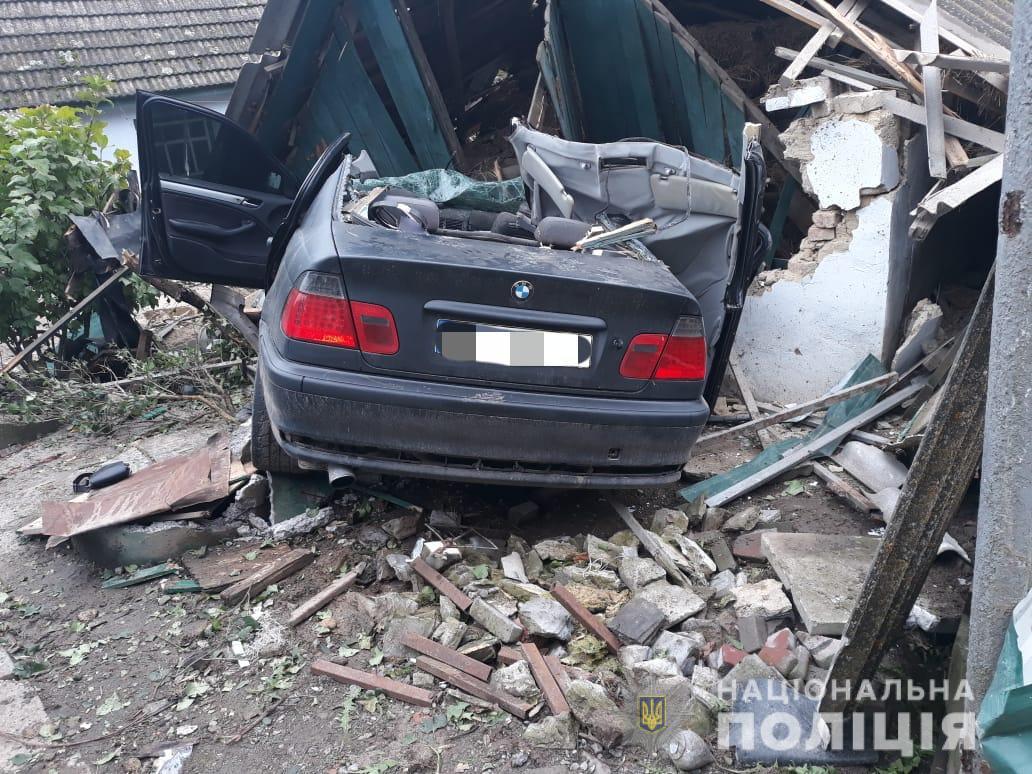 BMW влетела в дом, есть погибшие в Винницкой области