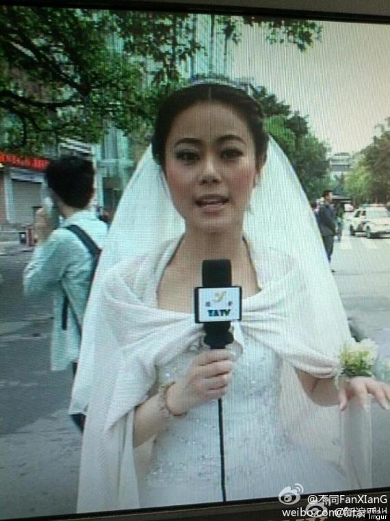 Девушка-репортер в свадебном платье рассказывает о землетрясении