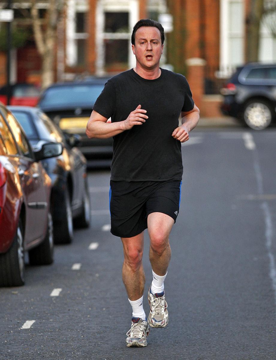 Премьер-министр Британии Дэвид Кэмерон на пробежке