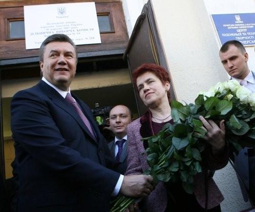 Людмила Янукович предпочитает белые розы