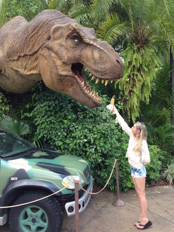 По дороге к аттракциону Jurassic park. Фото: Елена Роллинз