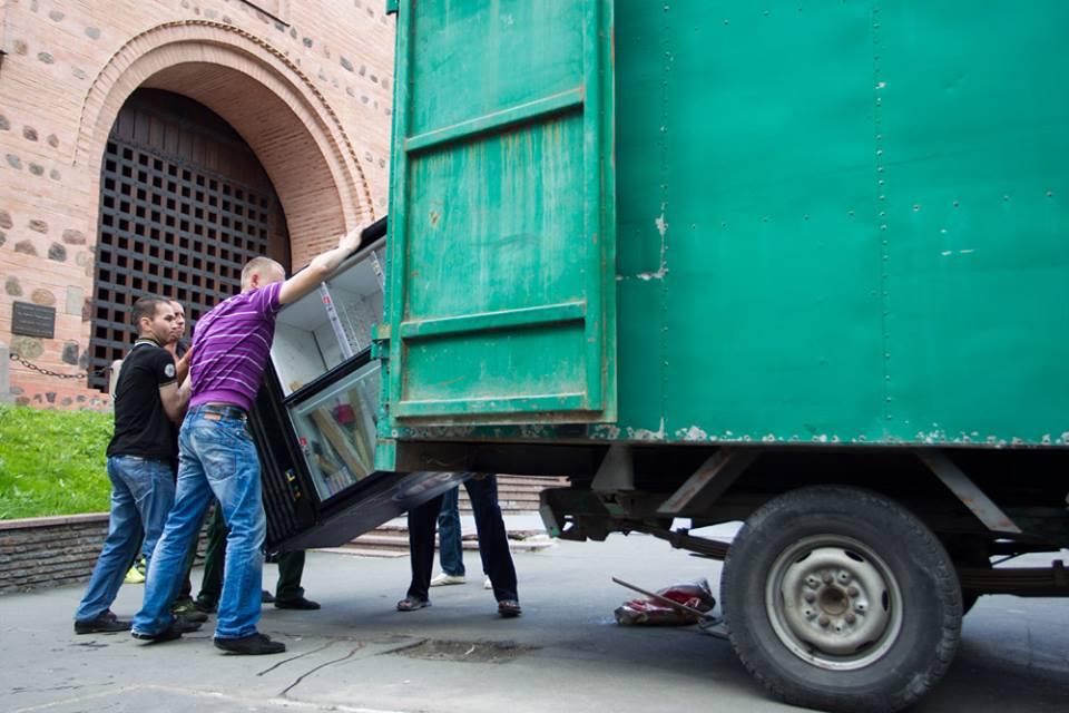Киев очищают незаконно установленных ларьков и киосков