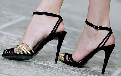 Не носить обувь на высоком каблуке (Греция)