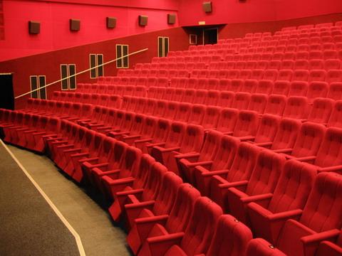 Красный зал кинотеатра Флоренция