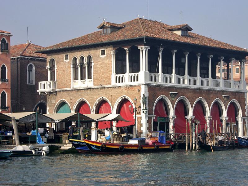 Рынок Риальто появился в Венеции в Средние века