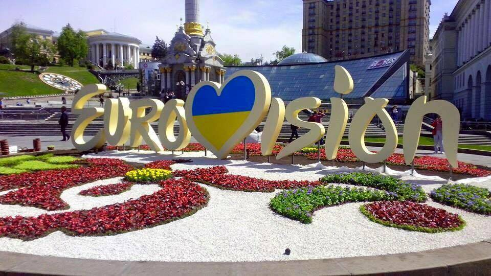 ВКиеве неизвестные вытоптали цветочную клумбу ссимволикой «Евровидения»