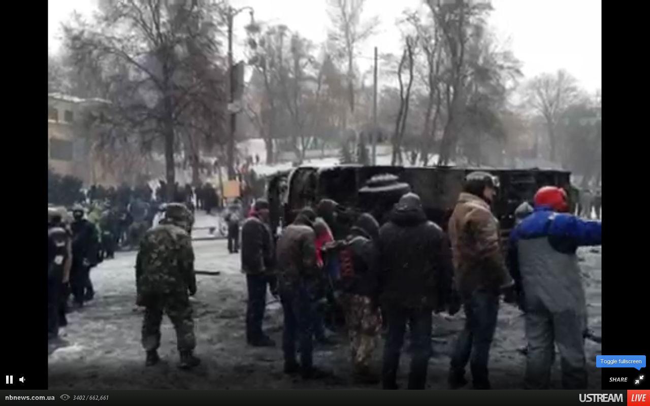 На Грушевского перевернули машины.