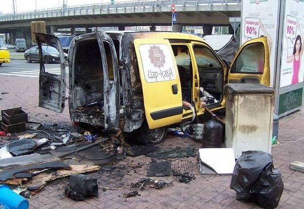 Возле столичной станции метро Демиевская взорвалась автокофейня