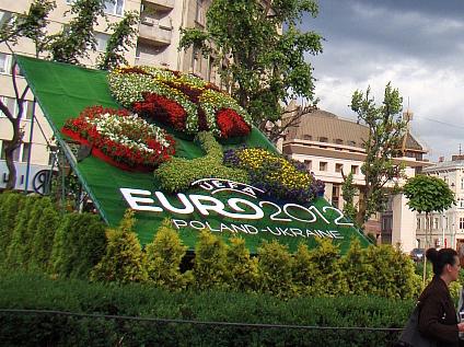 Евро-2012 считает достижение в основном молодежь